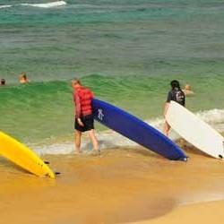 aloha-surf-lessons-entering-ocean