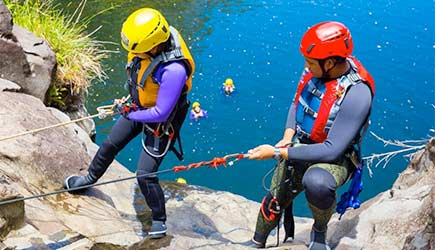 umauma rappel and river experience